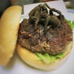 "tarantula burger 1 150x150 - Le hamburger à l'araignée : le ""Tarantula Burger"""