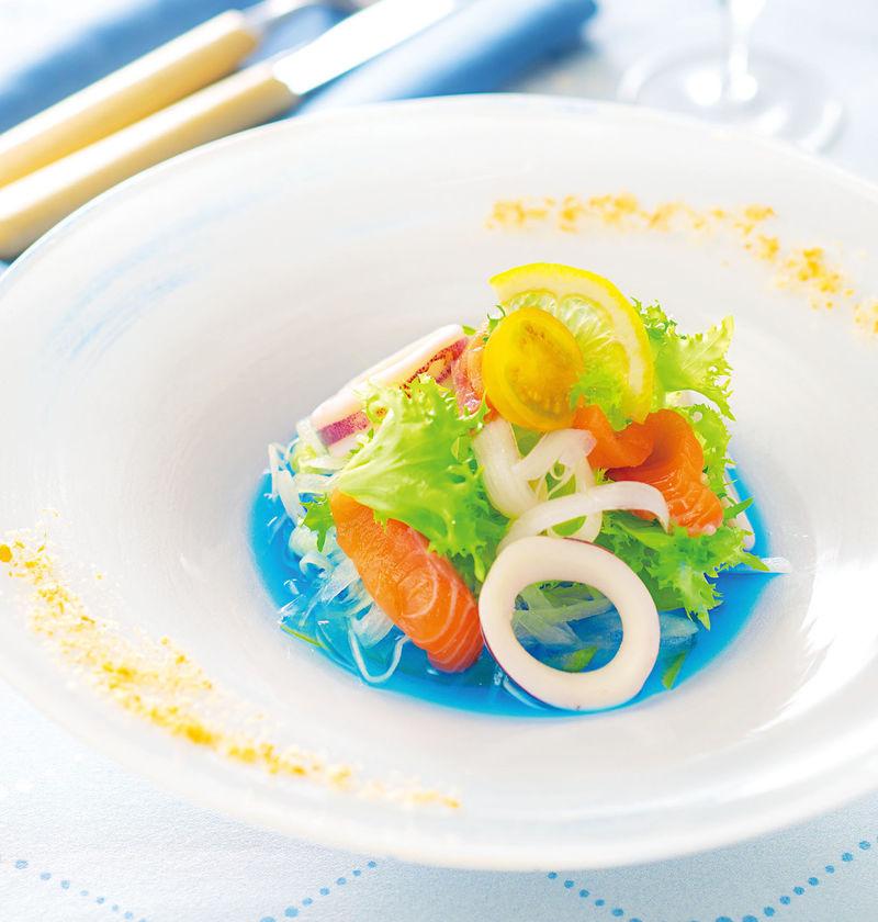 384606 3 800 - Une sauce salade couleur bleue océan