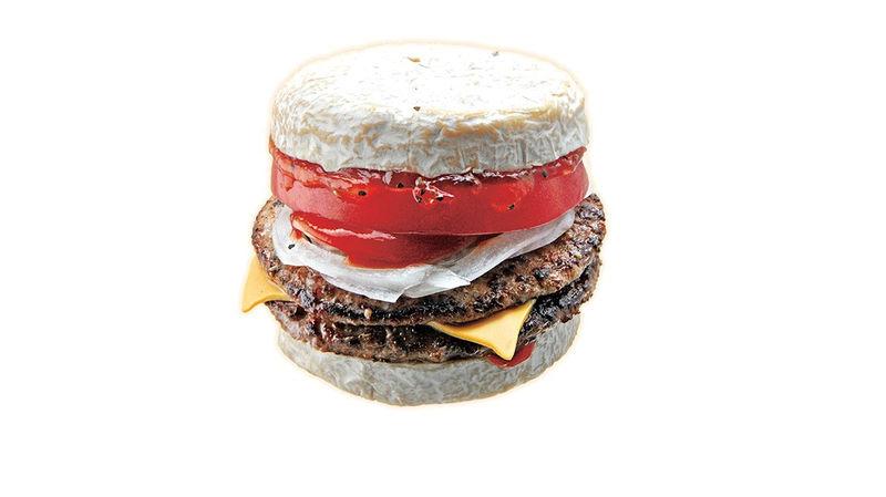 385180 1 800 - Une chaîne japonaise de fast food vient de lancer le camembertburger