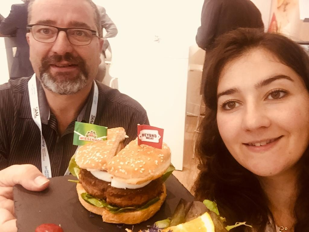 WhatsApp Image 2018 10 24 at 14.51.14 1024x768 - Dégustation du burger Beyond Meat au SIAL