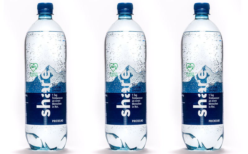 recycled plastic water bottle - Des bouteilles d'eau en plastique 100% recyclé : rPET