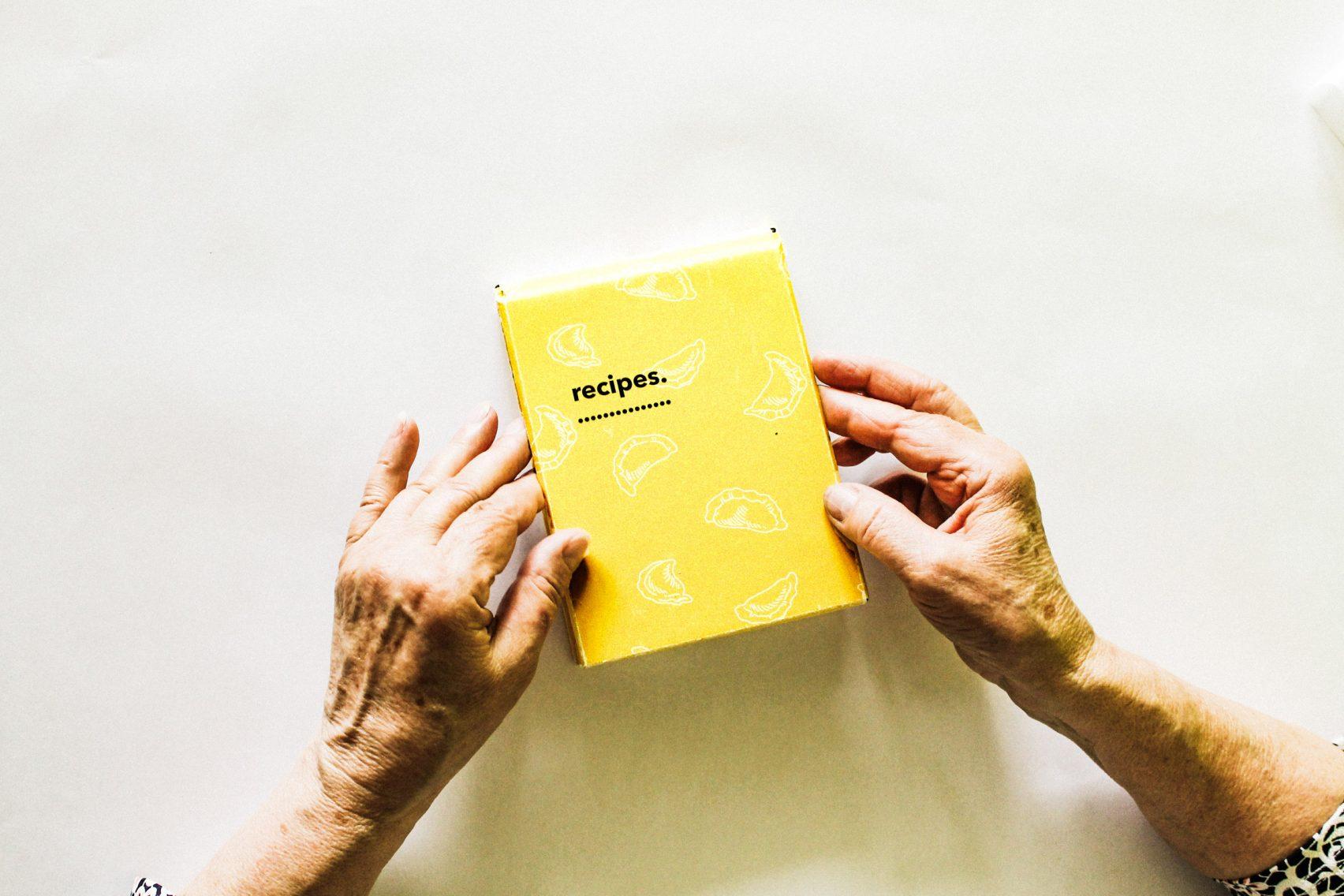 social over magda sabatowska cooking design elderly dezeen 2364 col 2 1704x1136 - Un kit cuisine pour éviter l'isolement des personnes âgés