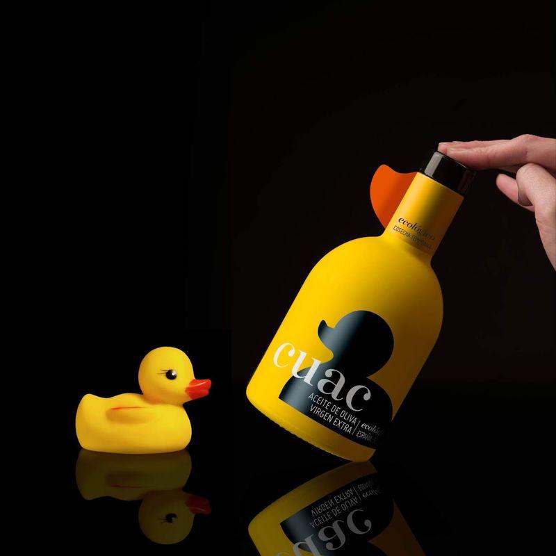 393202 1 800 - Une bouteille d'huile d'olive associée au canard en caoutchouc