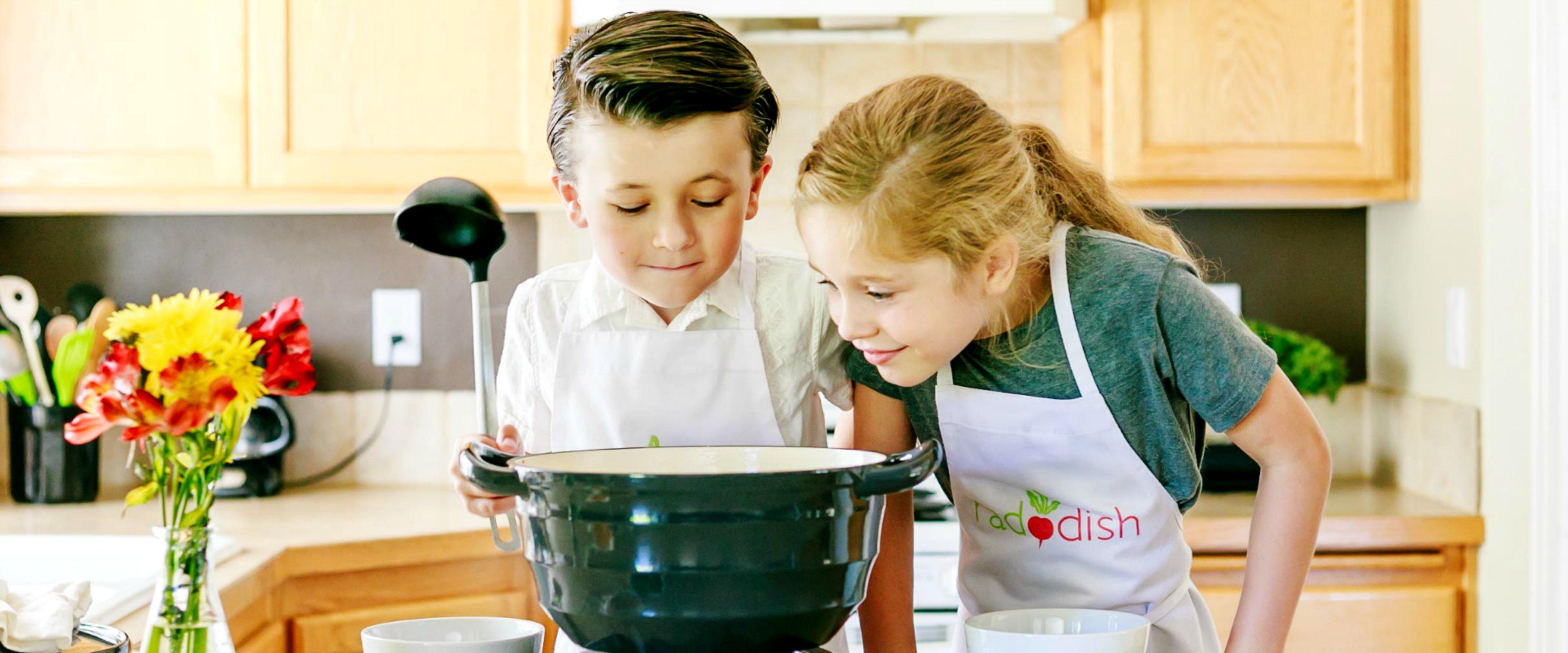 boygirl3 14f100d7 51ac 4a74 a14f 94ee7f894336 - Raddish : des cours de cuisine dans la boîte aux lettres de vos enfants