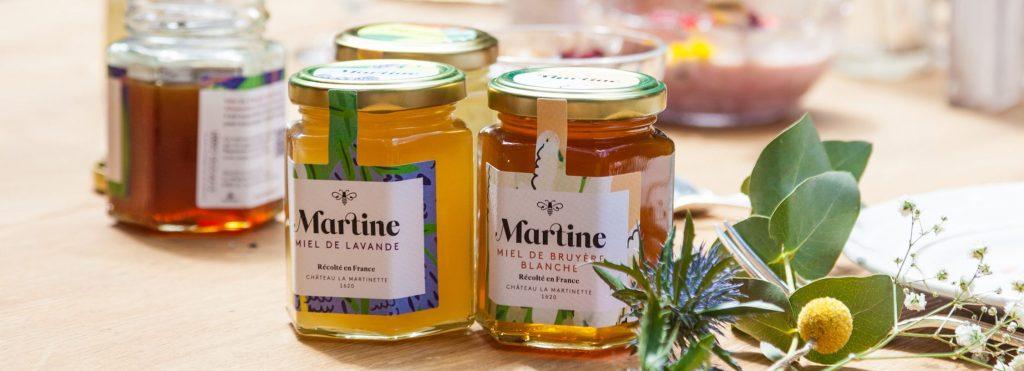 delices mag miels martine copyright maeva destombes 2 IMG 7080 2 e1560426674185 1024x371 - Martine : les miels français d'exception ont enfin un prénom !