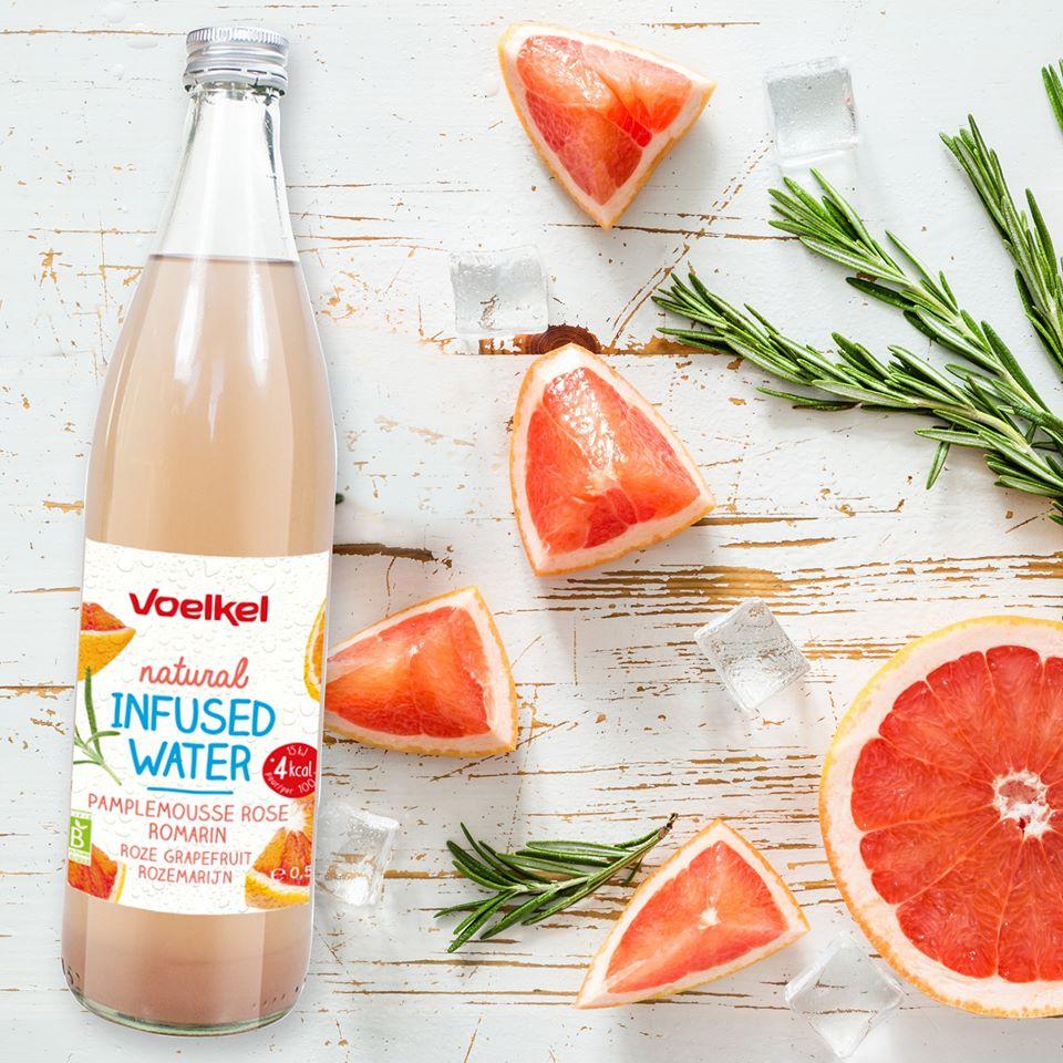 eauu - La boisson de l'été selon VOELKEL : une eau infusée pamplemousse et romarin