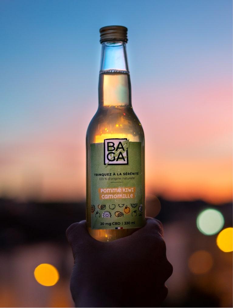 bouteille - Baga, une boisson aux extraits de plantes fraîches et de cannabidiol