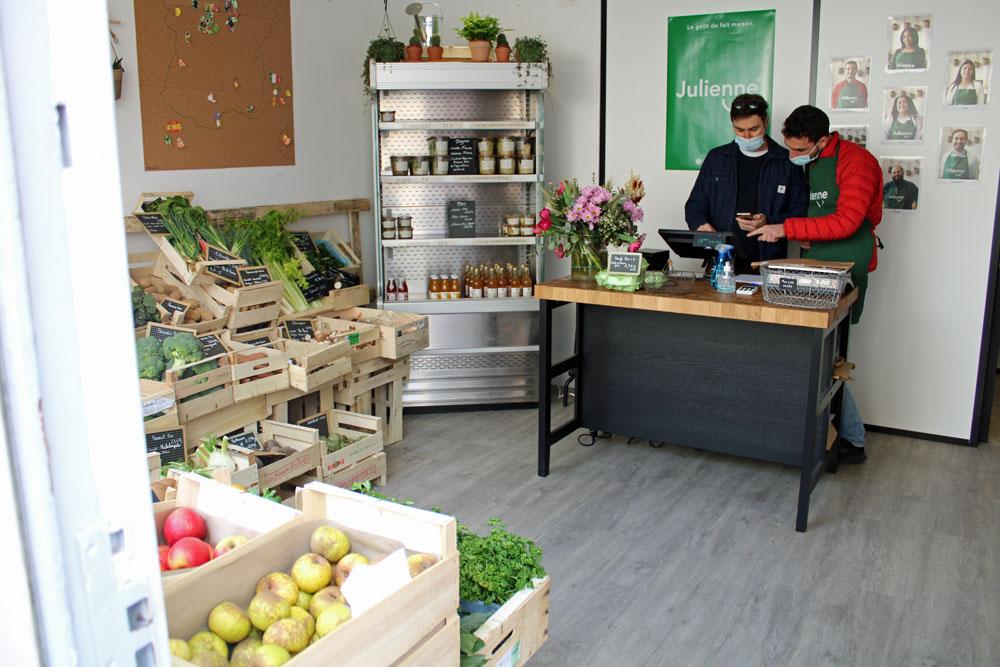 chez julienne 03 - Julienne ouvre son premier magasin