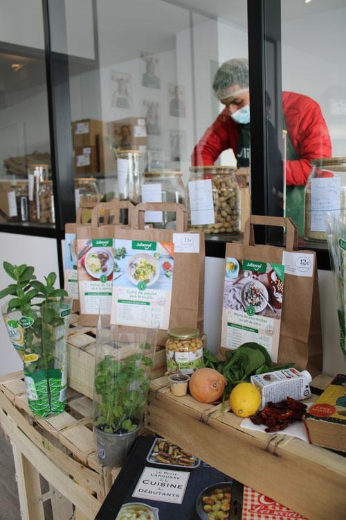 chez julienne 05 - Julienne ouvre son premier magasin