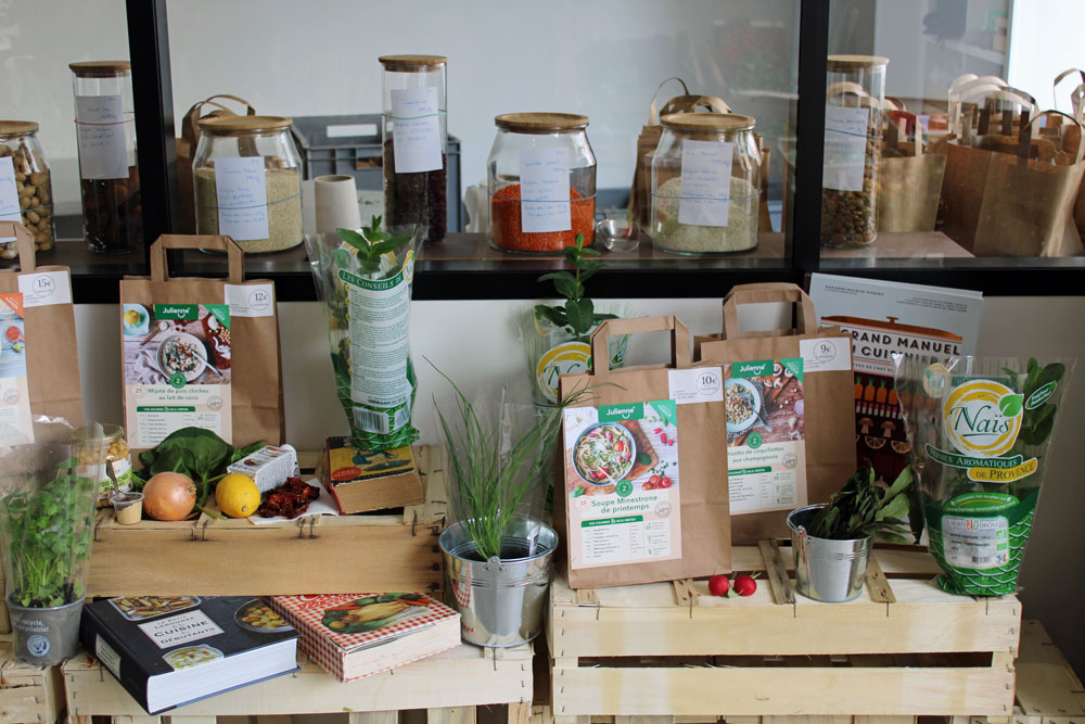 chez julienne 08 - Julienne ouvre son premier magasin